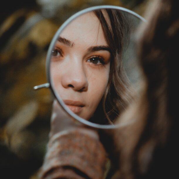ogledalo žena